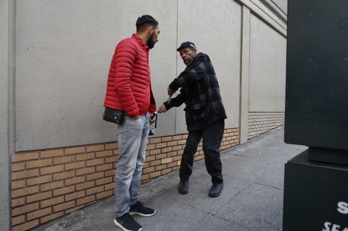 Un sans abris à San Francisco qui explique à Youssef mon lil'bro les règles de stationnement et qui nous a évité une amande salée!
